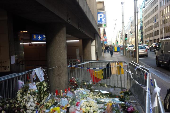 Flowers at Brussels Malbaek station, April 2016